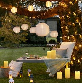 arredare una terrazza in modo economico con le luci in carta e le candele