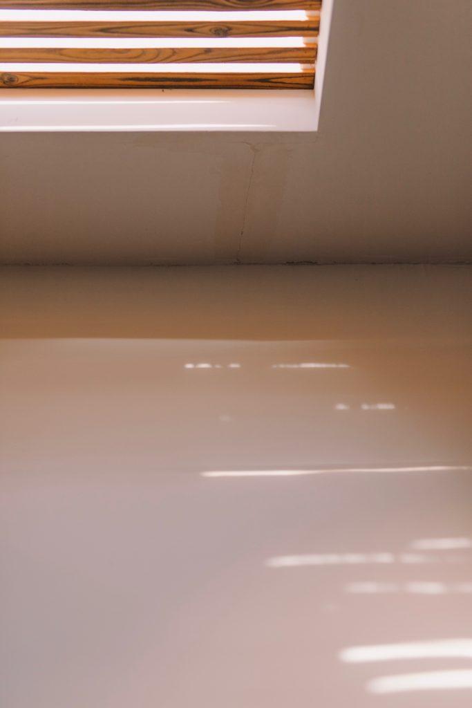 Rivestire un pavimento esistente con la resina