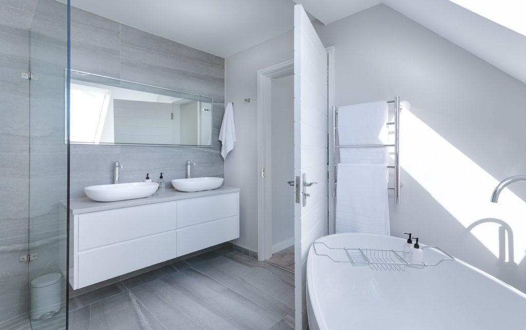 Pannelli di legno economici per mobile lavabo del bagno in laccato bianco