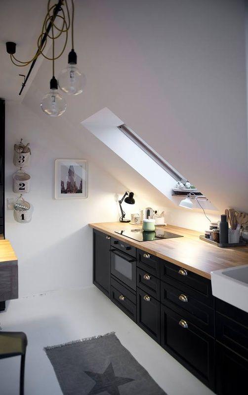 arredare una cucina in mansarda solo con le basi in laccato nero